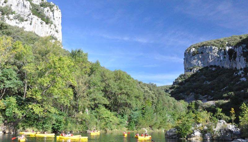 Camping Cévennes-Provence in Anduze is een natuurcamping in de Gard gelegen aan een rivier.