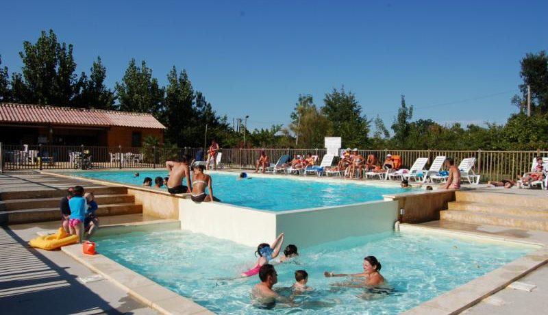 Camping de Bergougne is een rustige en schaduwrijke familiecamping met zwembad in de Périgord bij de idyllische bastide van Villeréal in de Lot-et-Garonne.