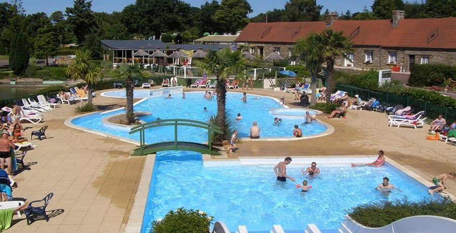 Fijne familiecamping met zwembad en waterglijbanen in Normandië. Een ideale uitvalsbasis om de Cotentin en zandstranden te ontdekken.