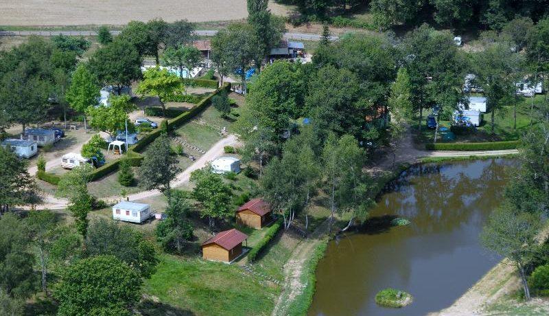 Camping La Ripole is een fijne kleine aan een meer in Abjat-sur-Bandiat in de regio Aquitaine met 36 toerplaatsen en 20 huuraccommodaties.