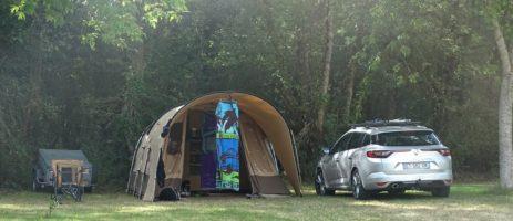 Camping Le Trèfle à 4 Feuilles in Commequiers is een gezinscamping in het hart van de Vendée vlakbij de oceaan en bij een meer in de Pays-de-la-Loire.