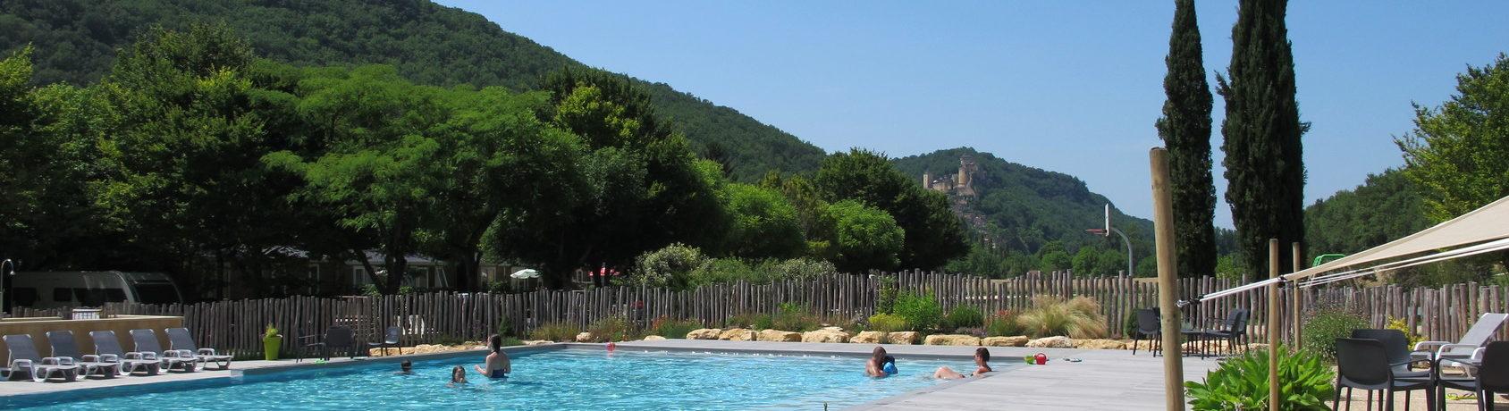 Camping Maisonneuve in Castelnaud-la-Chapelle is een familiecamping op een groen kampeerterrein in de Périgord Noir in de Dordogne in de Aquitaine.