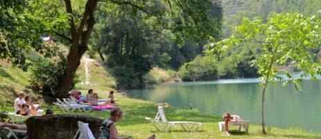 Camping de La Cascade in Saint-Rome-de-Tarn is een gezinscamping in een regionaal park in de Aveyron aan de oevers van een rivier in de Midi-Pyrénées.