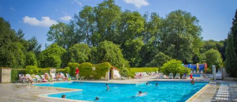 Camping Château du Gandspette is een rustige en bosrijke kasteelcamping op het platteland nabij Saint Omer in Nord-Pas-de-Calais, met verwarmd zwembad.