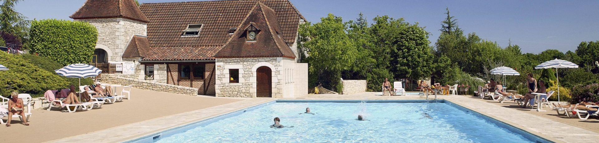 Domaine de la Paille Basse is een charme camping in de omgeving van Souillac, Lot in Midi-Pyrénées.