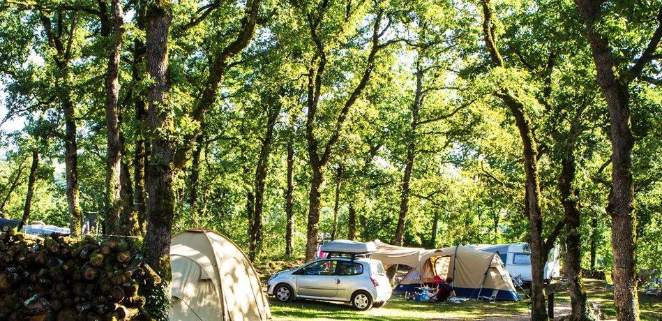 Camping Domaine de la Faurie in Séniergues is een natuurcamping in de buurt van Sarlat op een groot terrein van 27 hectare in de Midi-Pyrénées in de Lot.
