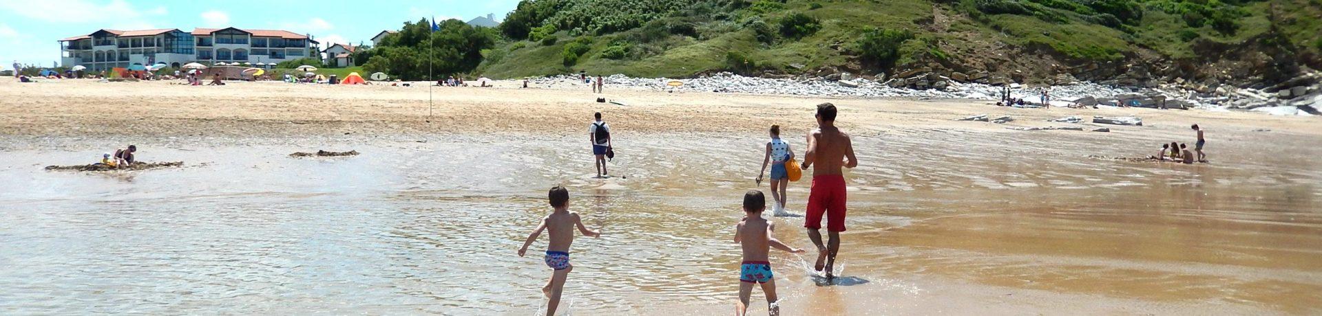 Camping Harrobia is een kleinschalige familiecamping met zwembad in het Zuidwesten van Frankrijk. Camping ligt vlakbij de zee in een bosrijk gebied.