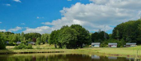 Vakantiepark Chalets de l'Eau Verte in Marchal is een kindvriendelijk domein met prachtige chalets gelegen in de groene Cantal in de Auvergne.