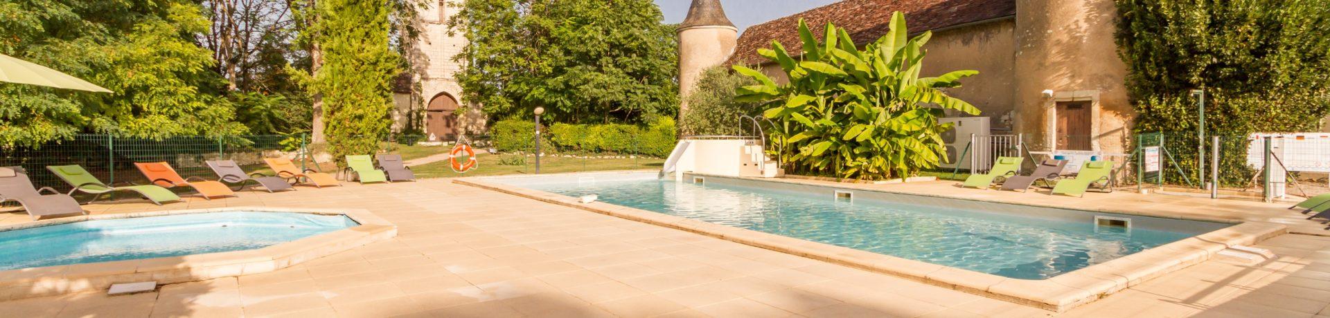 Camping Le Petit Trianon in Ingrandes-sur-Vienne is een rustig gelegen 4-sterren kasteelcamping met zwembad in Vienne in de regio Poitou-Charentes.