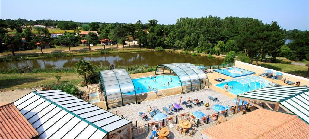 Camping La Bretonnière in Saint-Julie-des-Landes is een landelijke camping met zwembad in op het platteland van de Vendée op 10 minuten het strand