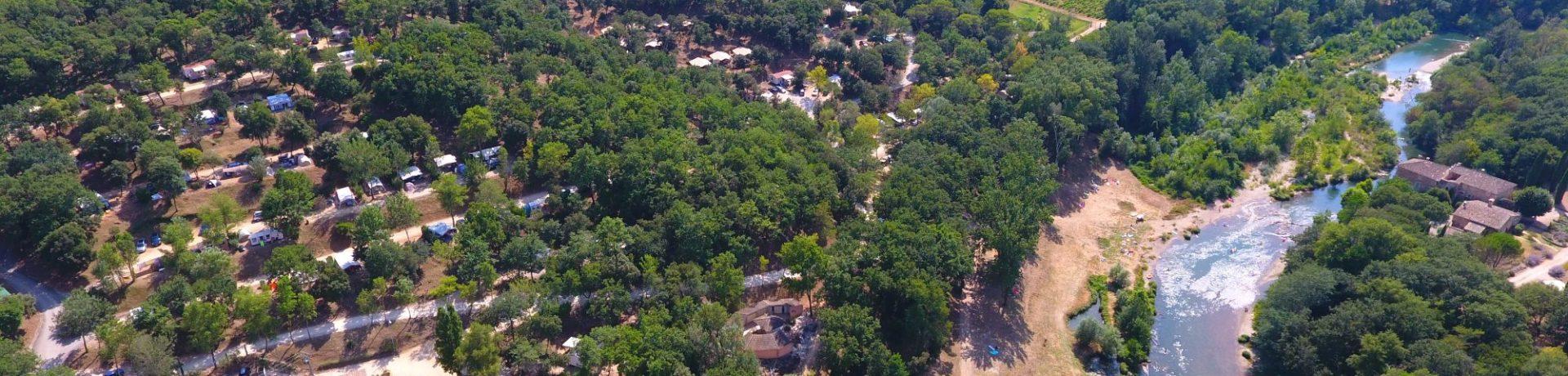 Gemoedelijke, kindvriendelijke 5 sterren camping met zwembad in Zuid-Frankrijk, verscholen op een uniek domein van 36 hectare.