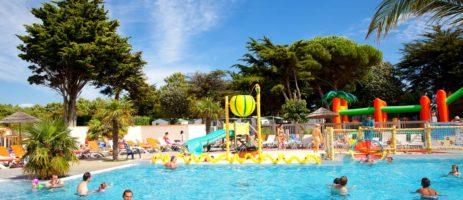 Camping Les Peupliers is een kindvriendelijke camping met zwembad aan zee op het schiereiland Île de Ré in de Charente-Maritime op 800 meter van het strand.