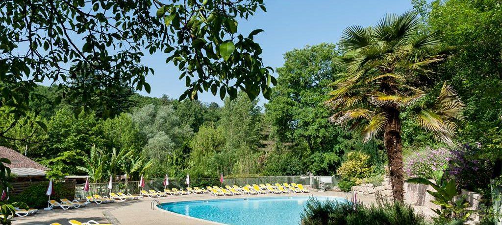 Camping Le Moulin de David in Gaugeac-Monpazier is een kindvriendelijke camping met zwembad gelegen in de Dordogne in een bos aan een beekje.