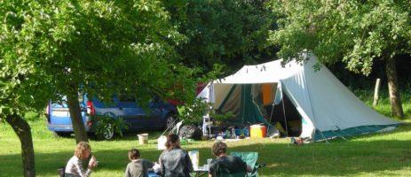 De kleine en kindvriendelijke Camping Manoir de la Foulerie is een fraaie en rustige natuurcamping met zwembad in Normandië op 10 kilometer van de zee.