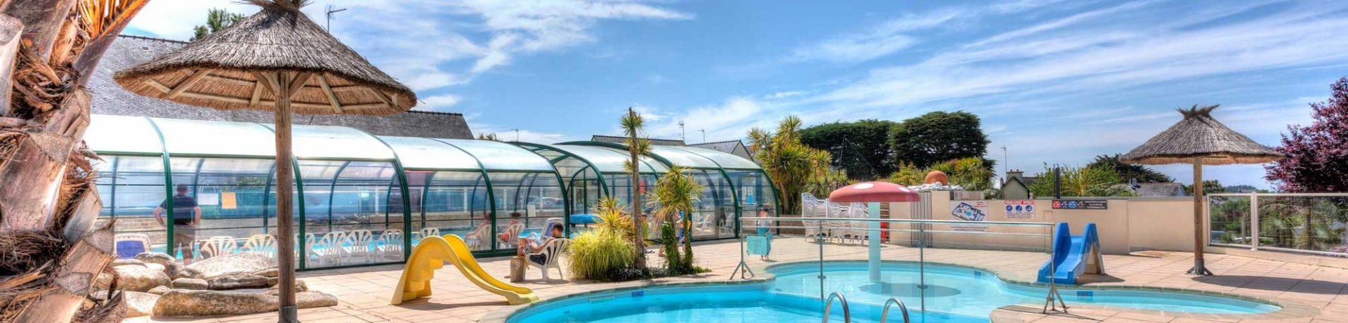 Uitstekende 5 sterren camping met zwembad en ligging aan zee. Werp u anker uit op camping Les Embruns in Bretagne. Aquapark, animatie en ontspanning.