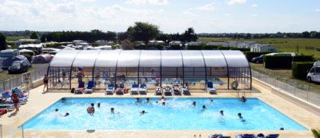 Camping Les Peupliers is een kleinschalige en gezellige familiecamping met zwembad in Normandië op 300 meter van de zee en het lange brede zandstrand.