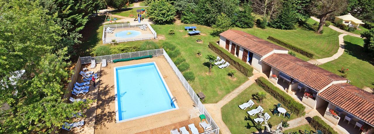 Flower Camping Les Nauves is een ideale familiecamping met zwembad in de Périgord Noir, het hart van de Dordogne. Ontdek de Périgord en historische dorpjes.