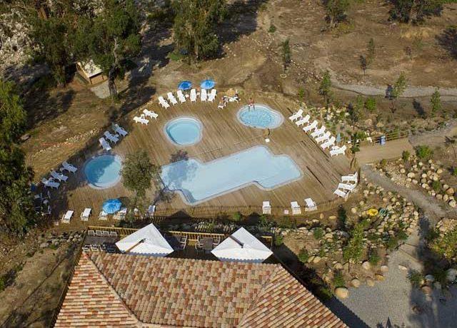 Camping Sole di Sari is een ecologische camping met zwembad op het eiland Corsica aan de oevers van de rivier La Solenzara in het Zuidoosten van Corsica.