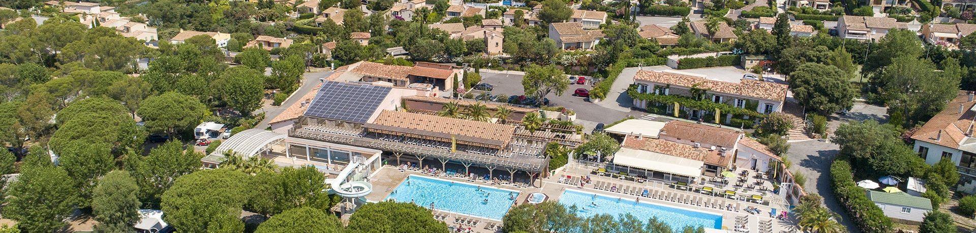 Camping Douce Quiétude is een luxe 5-sterren familiecamping met zwembad aan de voet van het Esterelgebergte aan de Côte d'Azur in Zuid-Frankrijk.