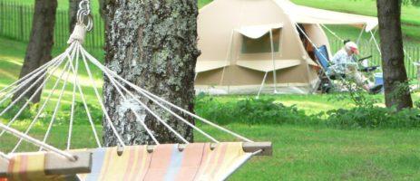 Hermitage Rochas Couchaud is een paradijselijk natuurreservaat in de Corrèze (Limousin). Op het rustige landgoed vindt u een charmante kleine camping.