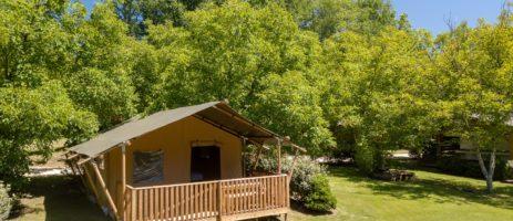 Tendi Domaine du Moulin des Sandaux is een vakantiepark met kleine camping, safaritenten en een zwembad in het departement Gironde van de Aquitaine.