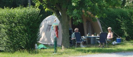 Camping Reine Mathilde is een familiecamping in Normandië (Calvados) met zwembad op een paar kilometer van het strand aan de Normandische kust.