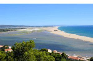 Camping La Franqui is een prettige, groene familiecamping direct gelegen aan de zandstranden van Coussoules aan de Middellandse zee in Leucate, in de Aude.