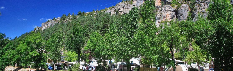 Camping Le Capelan is een groene gezinscamping in het hart van een natuurpark in de Lozère om prachtige wandelingen te maken en bergen te bewonderen.