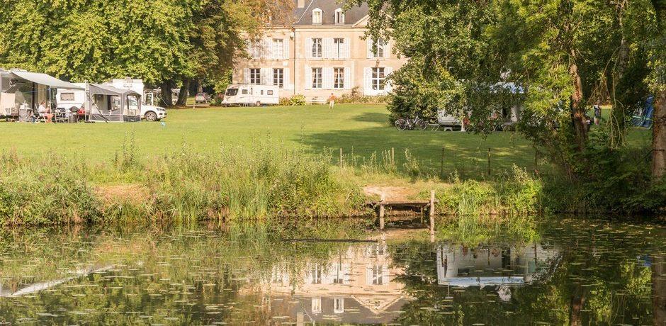 Camping Château de Chanteloup is een luxe kasteelcamping in het hart van Sarthe vlakbij het beroemde circuit van de 24 uur van Le Mans.