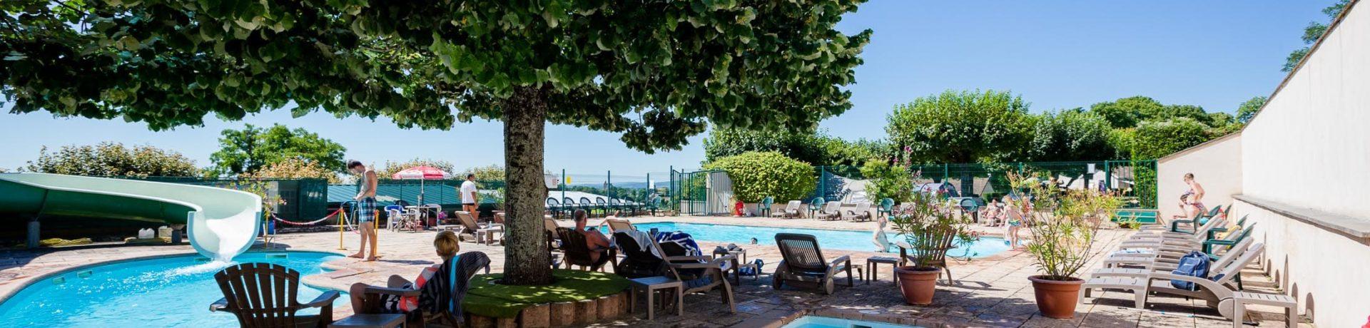 Prachtige charme camping met zwembad gelegen op het platteland van de Bourgogne.