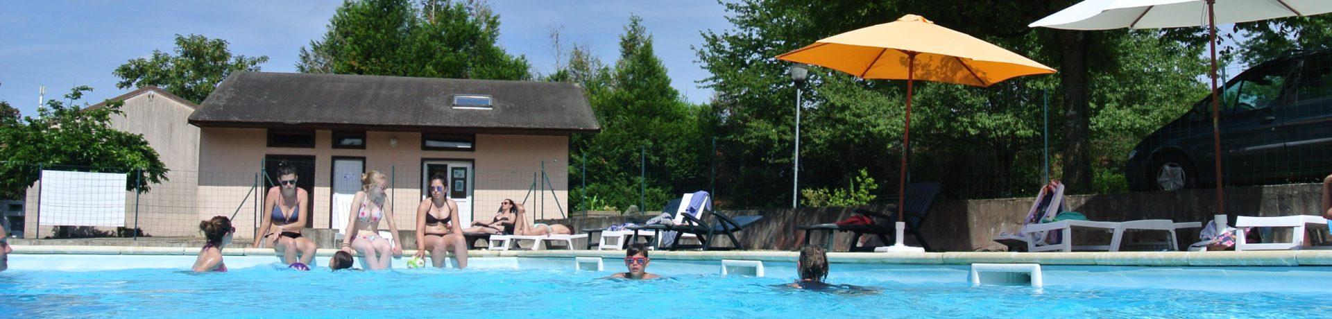 Camping du Breuil is een groene gezinscamping vlakbij de thermen van Bourbon-Lancy omgeven door de uitbundige natuur van de Bourgogne.