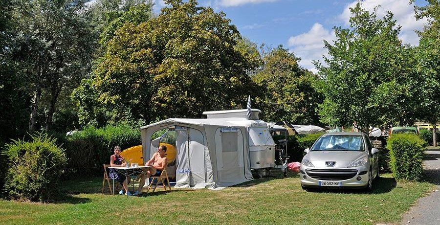 Camping du Port Caroline in Brain-sur-l'Authion is een rustige natuurcamping aan de rivier de Authion in Maine-et-Loire in de regio Pays-de-la-Loire.
