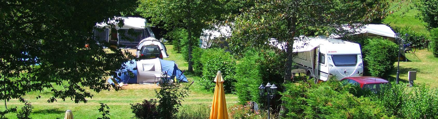 Camping Le Soustran is een echte familiecamping naast een mooi groot recreatiemeer in het departement de Corrèze in de voormalige regio Limousin.