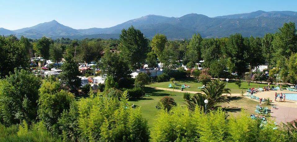 Camping Les Marsouins is een grote camping met zwembad bij levendige plaatsje Argelès-sur-Mer op 800 meter van het strand in Zuid-Frankrijk.