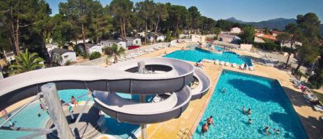 Camping Taxo les Pins is een grote en gastvrije familiecamping met diverse zwembaden in Zuid-Frankrijk.