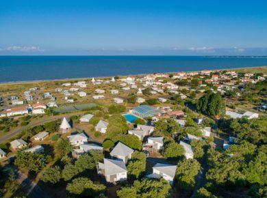 Domaine Le Midi is een milieuvriendelijke en luxe camping (glamping) met zwembad aan zee langs de Vendée kust op het einland Île Noirmoutier aan het strand. <strong>Ontvang 5% korting!</strong>