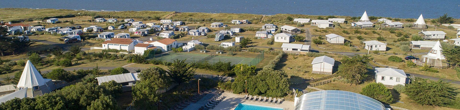 Domaine Le Midi is een milieuvriendelijke en luxe camping (glamping) met zwembad aan zee langs de Vendée kust op het einland Île Noirmoutier aan het strand.