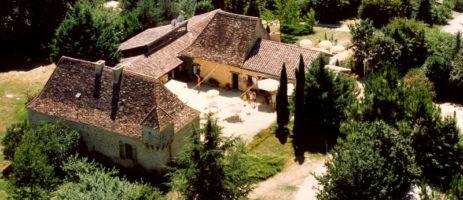 Camping La Grande Veyière in Molières is een fijne kleine natuurcamping op het platteland van de Dordogne in de regio Nouvelle-Aquitaine met 60 plaatsen.