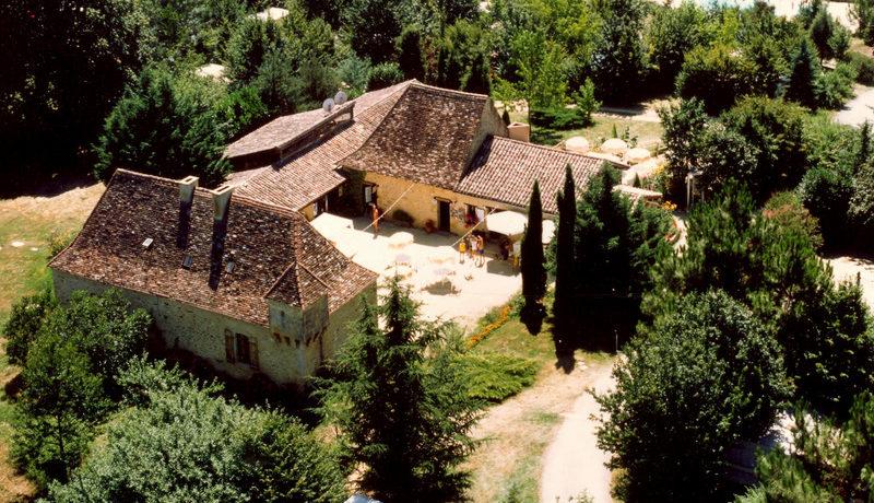 Camping La Grande Veyière in Molières ist ein Charme Camping mit Schwimmbad in Weinprobe Aquitanien am Wald. Entdecken Sie die Gastfreundschaft, Gemütlichkeit und den Service.