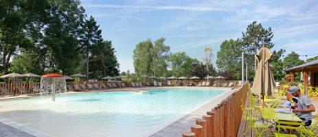 Camping Huttopia Etang de Fouché  is een kindvriendelijke charme camping met zwembad aan het meer Arnay-le-Duc in het hart van de Bourgogne.