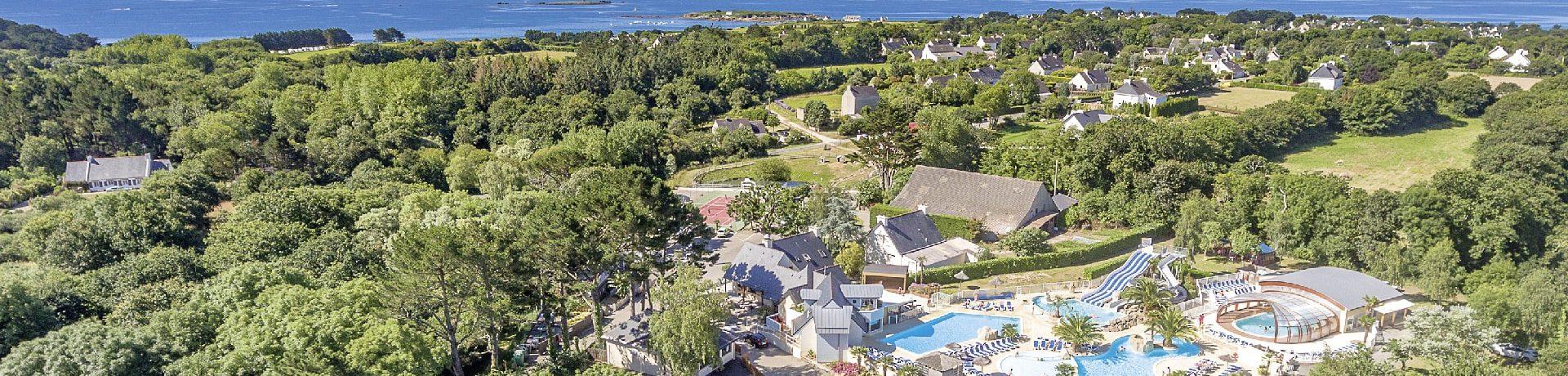 Camping Les 2 Fontaines in Névez is een gezinscamping op 900 meter van het strand in het zuiden van Bretagne in de Finistère.