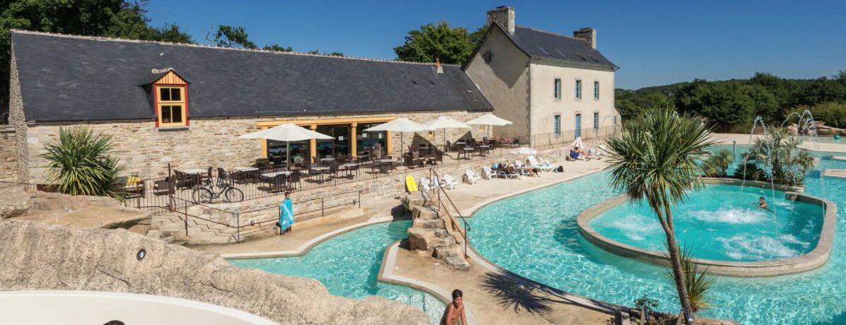 Camping Domaine de L'Orangerie de Lanniron in Quimper is een luxe vijfsterren camping aan de oever van de Odet in de Finistère in Bretagne.