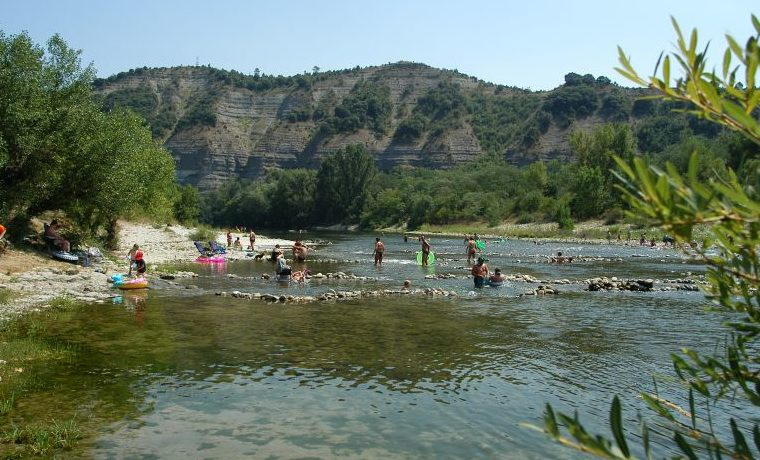 Camping Le Carpenty in Ruoms is een familiecamping tussen Vallon-Pontd'Arc en Ruoms in de Ardèche in de Rhône-Alpes met directe toegang tot de rivier.