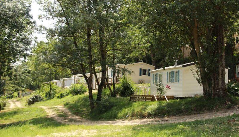 Camping Les Aillos in Caraman is een rustige naturistencamping in de Midi-Pyrénées voor een kalme vakantie op het platteland in de Haute-Garonne.