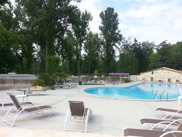 Charme camping met zwembad midden tussen de wijngaarden en Frankrijks beroemdste wijngebieden in de Gironde
