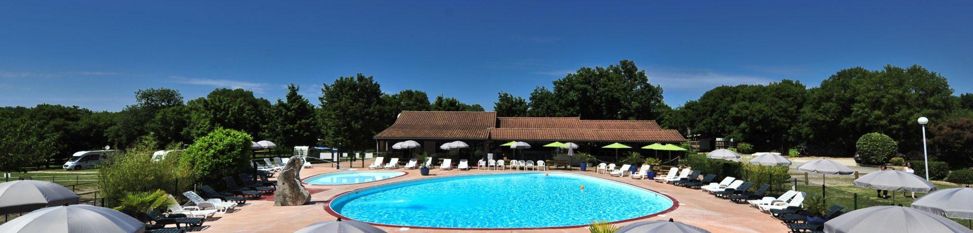 Camping Les Cigales in Rocamadour is een gezinscamping tussen de eikenbomen in de Lot, Midi-Pyrénées. Geniet van het zwembad en de vele activiteiten.