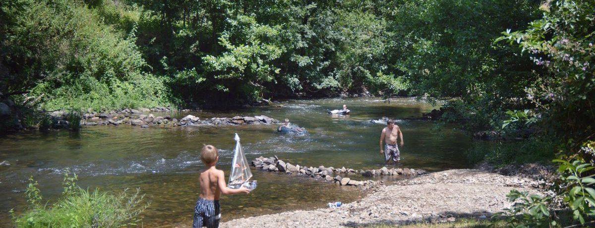 Camping La Prade in Montirat is een kleine camping aan een rivier in de Tarn in de Midi-Pyrénées waar men kan zwemmen in de rivier of in het zwembad.