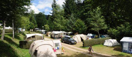 Camping de Belle Hutte in La Bresse is een ecocamping aan een rivier in de Lorraine in de Vogezen zonder animatie voor vakantie in de zomer of winter.