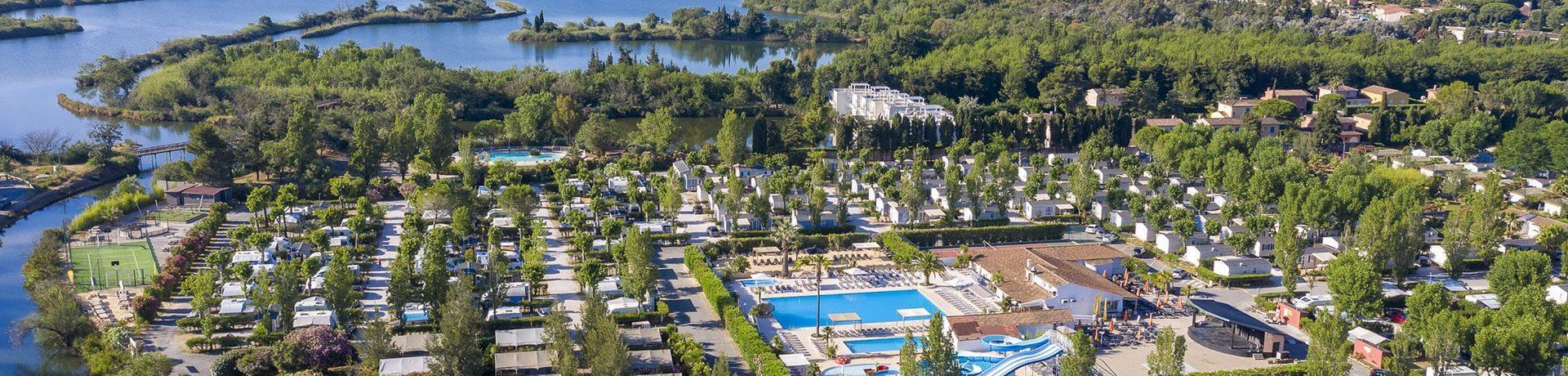 Camping Sandaya Riviera d'Azur ligt naast Fréjus in de Var, op slechts 4 km van het strand in de Provence-Alpes-Côte d'Azur.