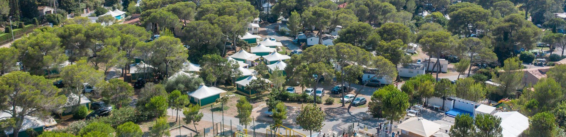 Camping Le Dramont in Agay is een strandcamping aan de Middellandse kust in de Var aan de Côte d'Azur met een eigen strandje en gezellig zwembad.